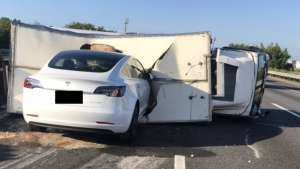 Why did Tesla Model 3 Crash Directly Into Overturned Truck