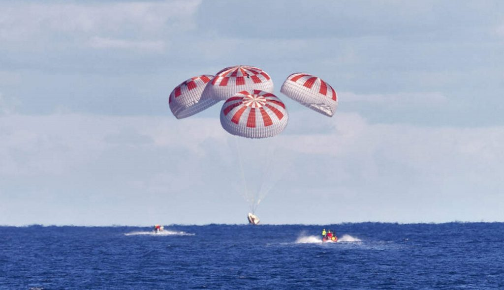 SpaceX lands NASA astronauts in the ocean