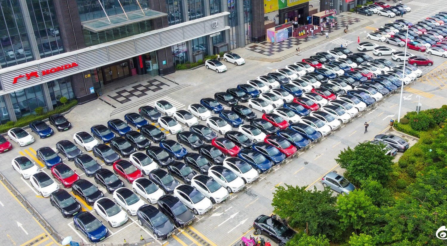 Tesla Stores In China Flooded With Orders After Model 3 Price Cut