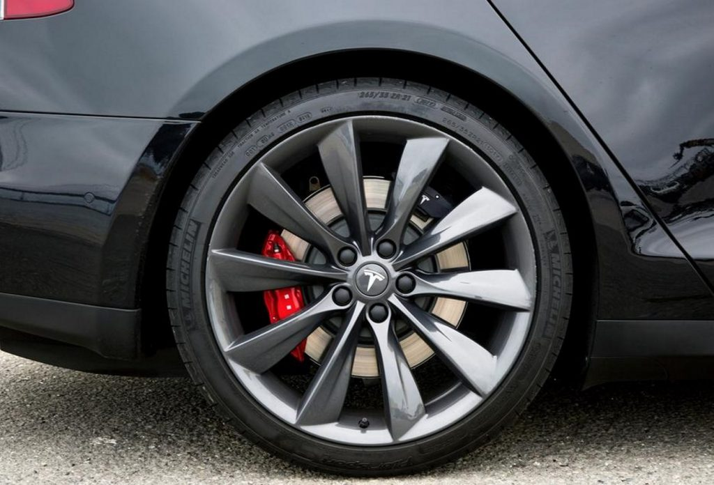 How does wheel size affect car performance?